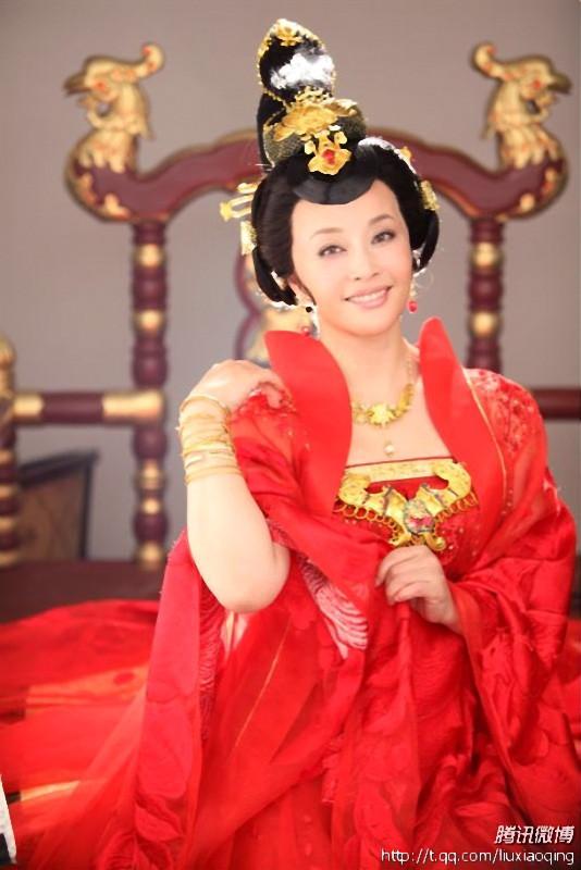 武则天秘史演员表一览如下: 殷桃饰 武则天 刘晓庆饰 中年武.